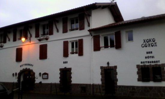 Saint-Michel, França: façade propre, incitant à pénétrer