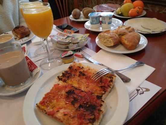 Ecay, Spanien: Desayuno