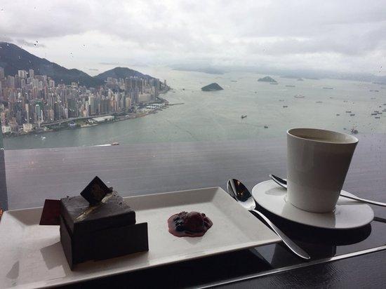 The Ritz-Carlton, Hong Kong: lush coffee and cake