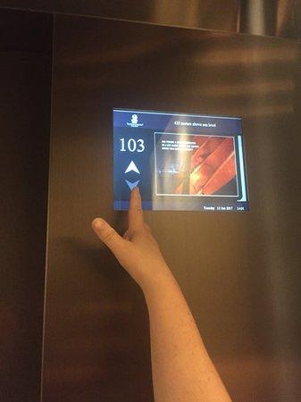 The Ritz-Carlton, Hong Kong: lift stops at one one floor