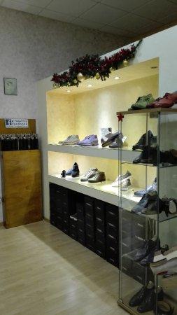 Ponzano di Fermo, İtalya: Tanti servizi vi attendono per le vostre scarpe