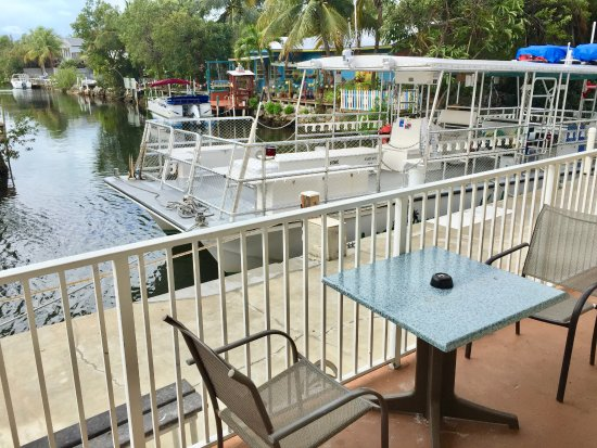 Ramrod Key, FL: Each room has a little table out back to enjoy the canal views