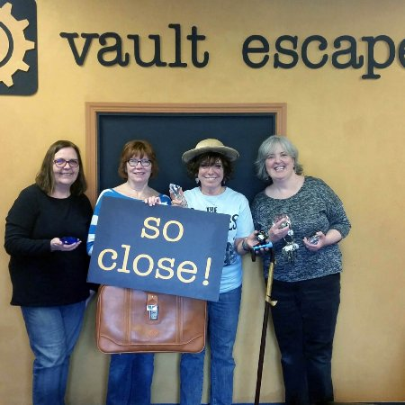 Riverside, IL: Can you find the secret of the Inheritance and Escape the room in time?