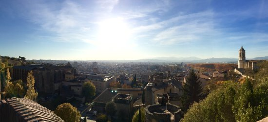 Spanish Trails by Alba Programas : View from the medieval watchtower in Girona