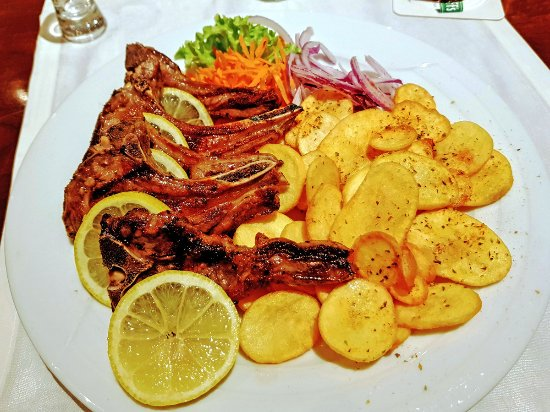 Restaurant Odysseus: Grilled Lamb Chops and Patatakia