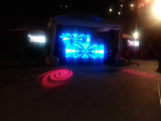 Venezuela Marriott Hotel Playa Grande: Piscina, el dj y las pantallas