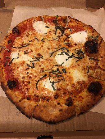 Lucky Pie Pizza: Fresh Mozzarella - San Marzano tomato sauce, fresh mozzarella & organic basil