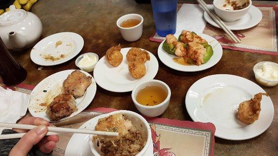 Yip hong 39 s dim sum restaurant saskatoon grosvenor park for Asian cuisine saskatoon menu