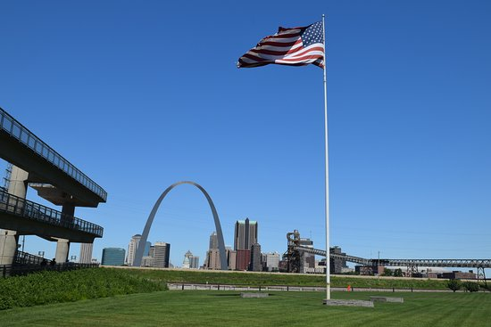 ‪‪East Saint Louis‬, إلينوي: The view from the park‬