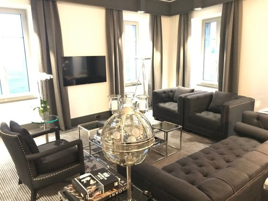 Beau-Rivage Hotel: TV Room of the Suite
