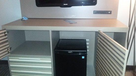 Hilton Melbourne Rialto Place: A good place to put a microwave.