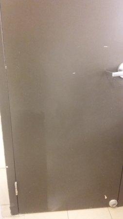 Hilton Melbourne Rialto Place: Odd discolorations (paint over-spray?) on bathroom door.
