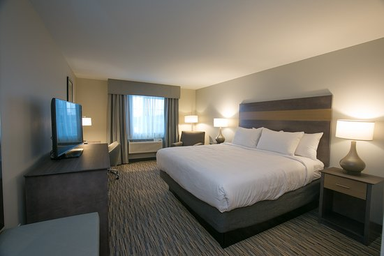 Cannon Falls, MN: King Room