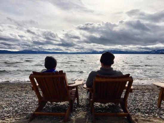 Mourelatos Lakeshore Resort: Relaxing at the onsite beach access.