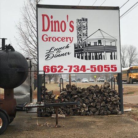 Rosedale, MS: Dino's grocery