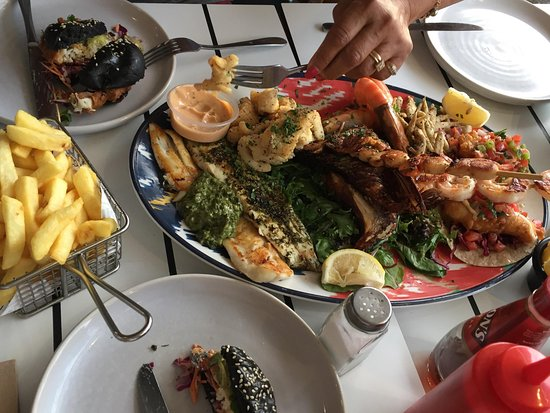 Elsternwick, Australia: Seafood platter for 2.