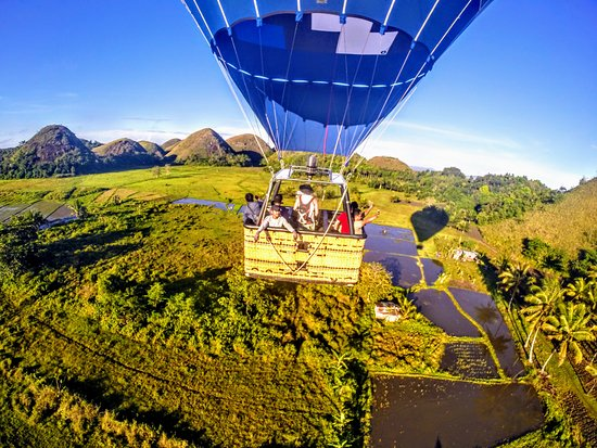 Carmen, Philippines: Balloon flight over the Chocolate Hills of Bohol