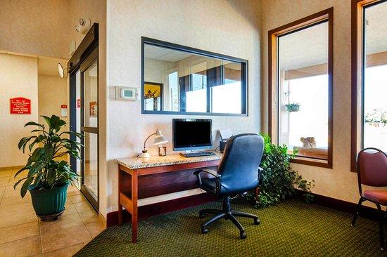SureStay Plus Hotel by Best Western Buffalo : Business center