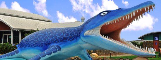 Richmond, Australia: Life size Kronosaurus waiting to greet you out side of the centre