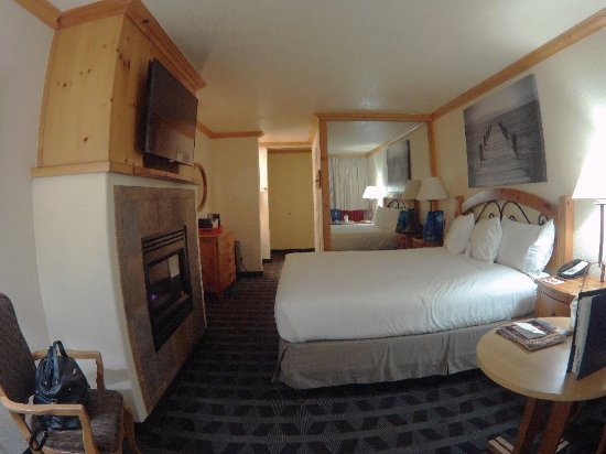 Beach Retreat & Lodge at Tahoe: 2018_0101_195748_004_large.jpg