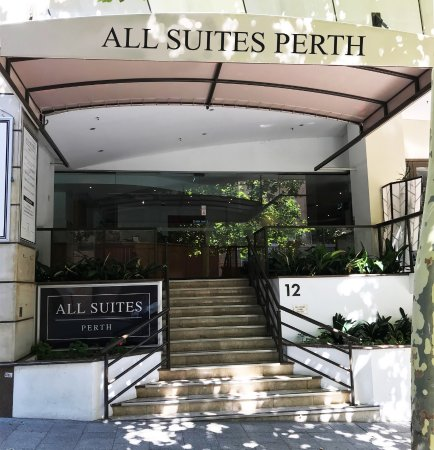 All Suites Perth: Hotel entrance