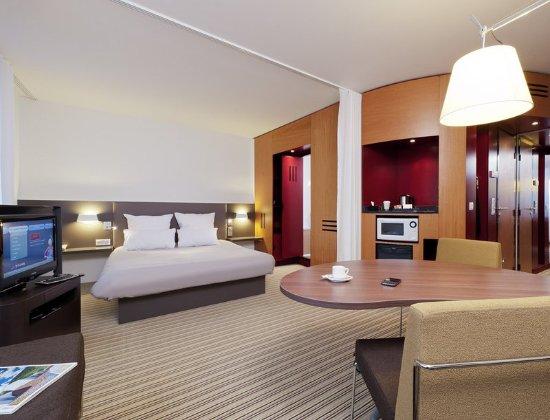 Novotel Suites Paris Montreuil Vincennes: Guest room