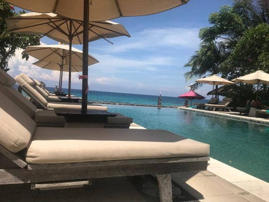 Puri Mas Boutique Resort & Spa: Lazy afternoons spent in the main pool