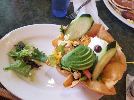 John's Restaurant: Taco salad with chicken and avocado