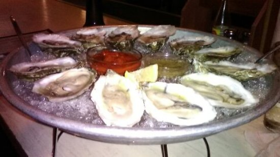 Crozet, VA: Raw Oyster bar