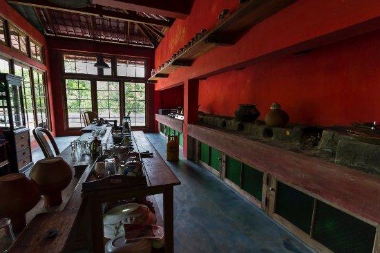 Kandy Samadhi Centre: Kitchen for traveller