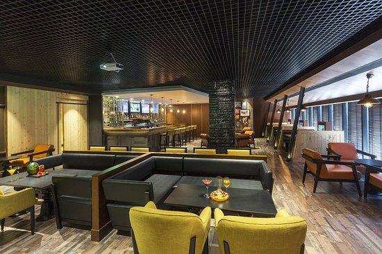 Hilton Garden Inn New Delhi / Saket: Bar/Lounge