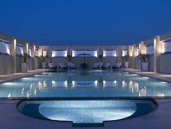Hilton Garden Inn New Delhi / Saket: Pool