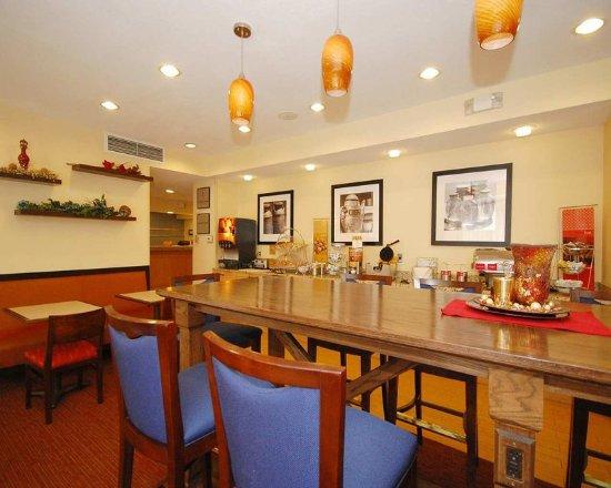 foto de hampton inn zanesville zanesville restaurant. Black Bedroom Furniture Sets. Home Design Ideas