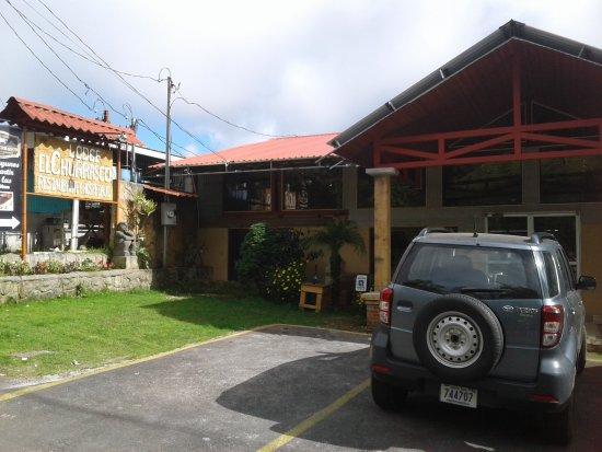 Poasito, Costa Rica: exterior con parqueadero