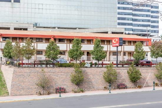 Econo lodge fort lee nj hotel anmeldelser tripadvisor for 2143 hudson terrace fort lee nj 07024