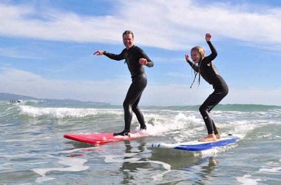 Lección de surf grupal en Santa...
