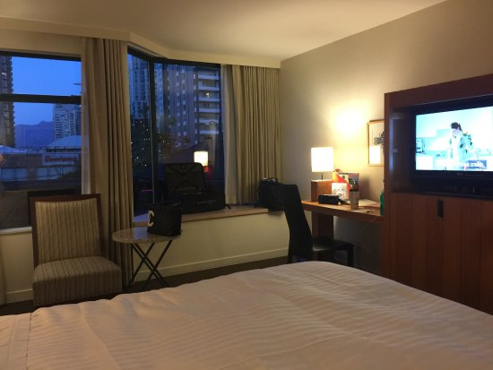 The Listel Hotel Vancouver: king room