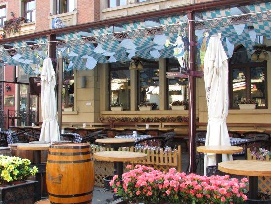Italian Style Street: sidewalk cafe