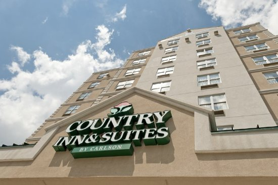 County Inn and Suites Long Island City: Exterior