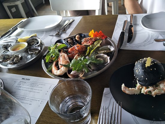 The Rocks: Oysters, Crab slider & Seafood Platter