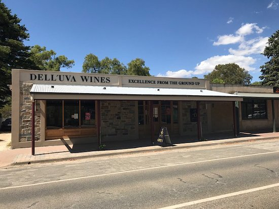 Dell'uva wines main street Greenock