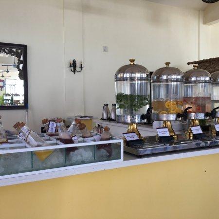 Allezboo Beach Resort & Spa: Завтраки очень достойные. Однообразные немного, но если есть не все сразу, то надоесть не успеют