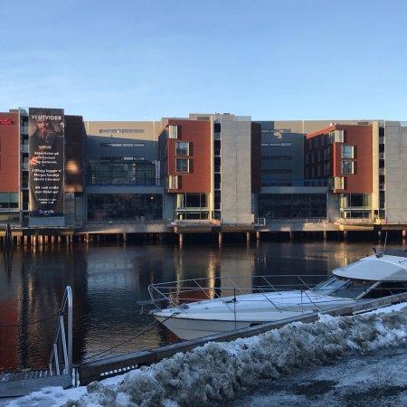 Scandic Nidelven : Flott fasade mot elva!