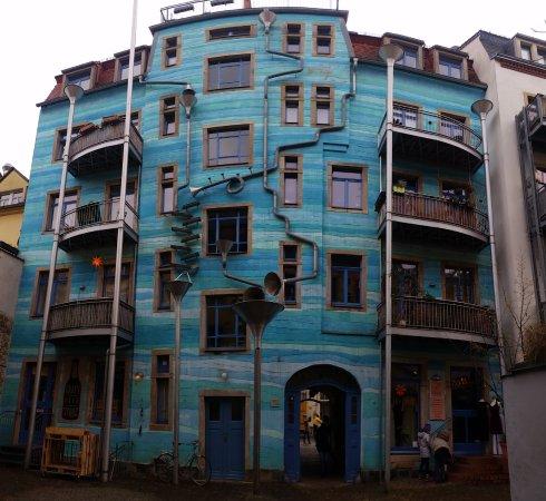 Kunsthofpassage: KunstHof Passage: il Funnel Wall nel Cortile degli Elementi