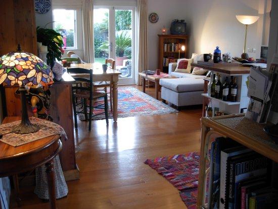 Karin's Garden Villa B&B: Living room