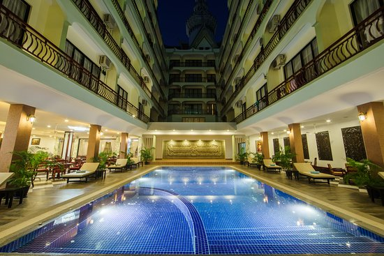 Smiling Hotel & Spa: Hotel main photo from pool view