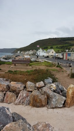 Beesands, UK: View towards the pub