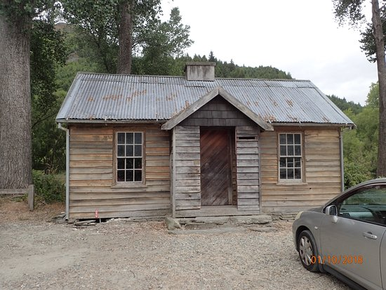Arrowtown, New Zealand: old cabin