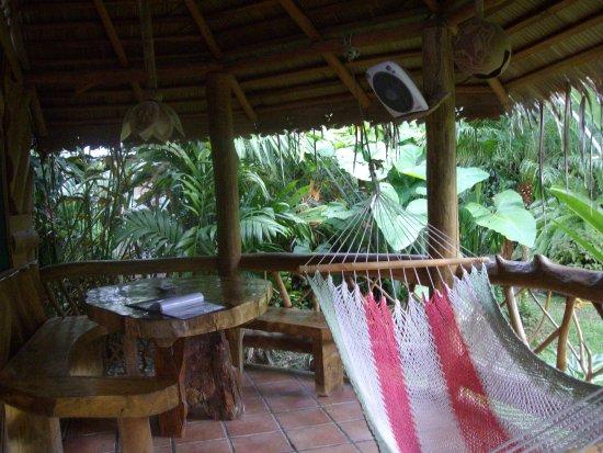 Hotel La Costa de Papito: The personal patio in front of the room.