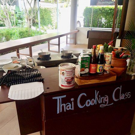 Deevana Plaza Krabi Aonang: Cooking Class offered by the hotel. EXCELLENT experience.